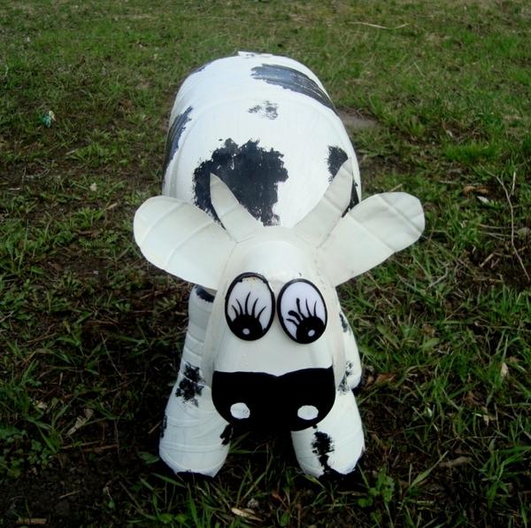 как сделать корову из пл бутылок 5л